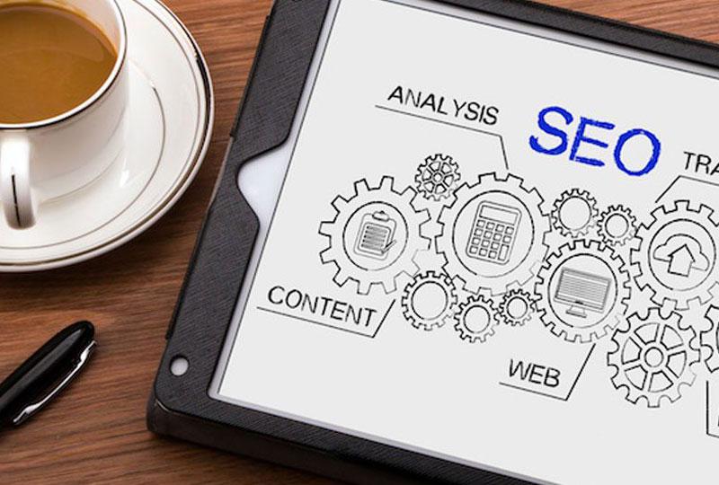 8 questions importantes à poser lors de l'analyse des stratégies SEO et SMM